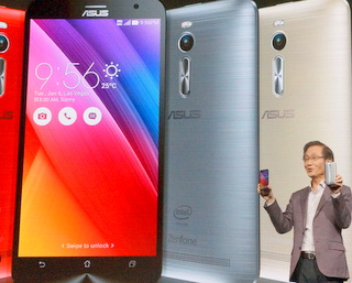 Asus Chairman Jonney Shih introduces Zenfone2 (BootCamp photo by L. Fishkin)